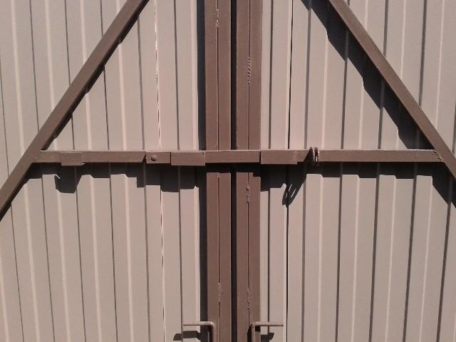 модели запоры на распашные ворота фото многие