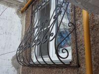 Купить кованую решетку на окно с выносом